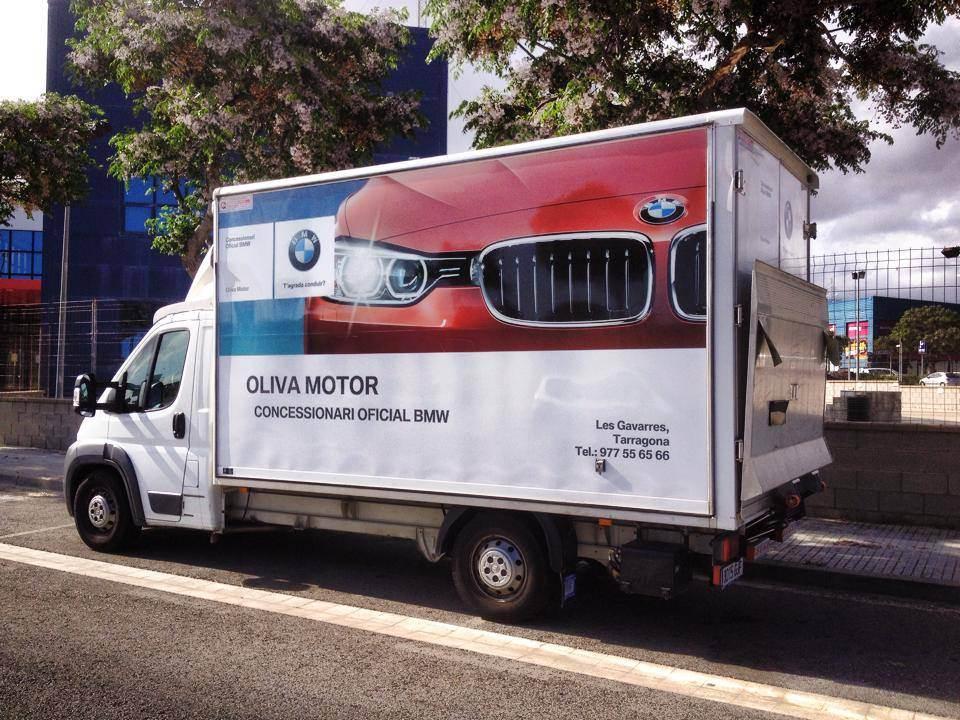 Retolació amb vinil d'impressió per a vehicle d'Oliva Motors