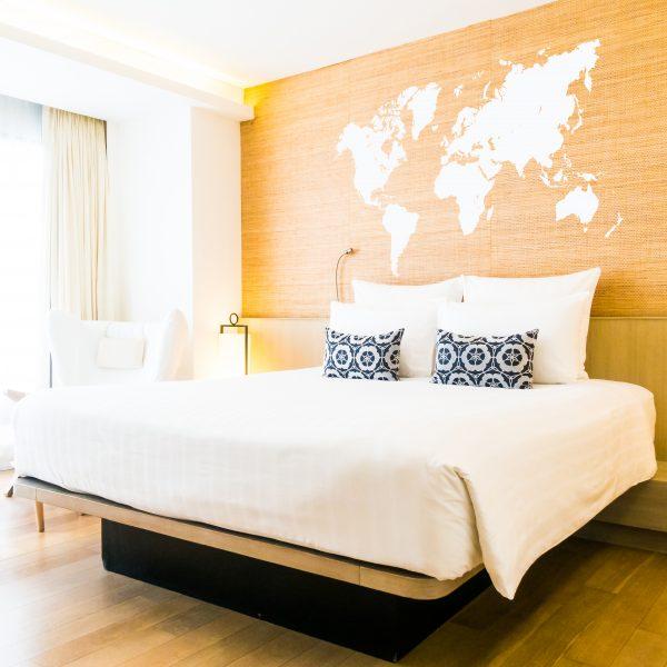 Vinil per a les parets decoratiu amb el motiu del mapa mundi, en diferents colors i mides. Tria el teu per donar un aire diferent a qualsevol sala de casa teva o negoci.